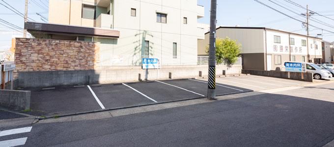 向かい側駐車場8台