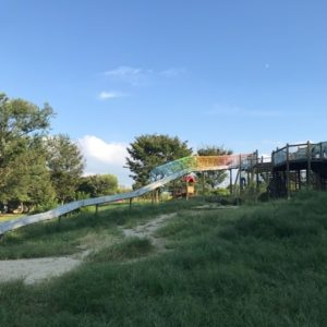 天白公園の遊具、長い滑り台